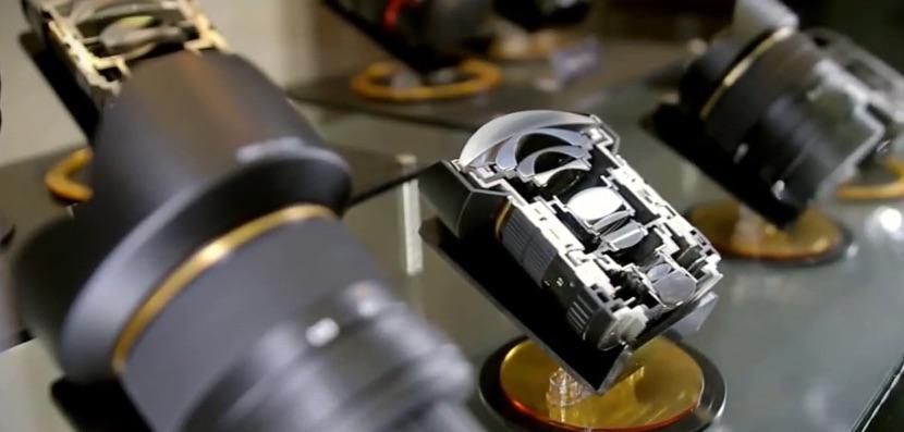 ¿Quieres conocer como fabrica sus lentes Samyang? Te lo enseñamos