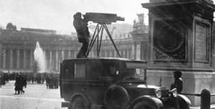 Renato_Cartoni_shooting_in_St._peters_square_1938_B6pVZpX